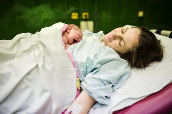 mitos tentang ibu baru melahirkan