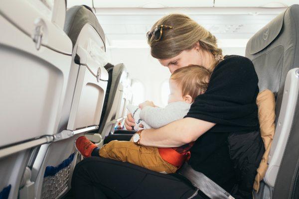 Peralatan bayi saat naik pesawat